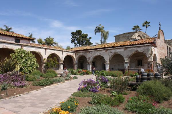 Bên trong hội truyền giáo San Juan Capistrano - Ảnh: wiki