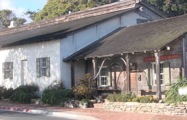 Nhà hát đầu tiên của California ở thị trấn Monterey - Ảnh: wiki