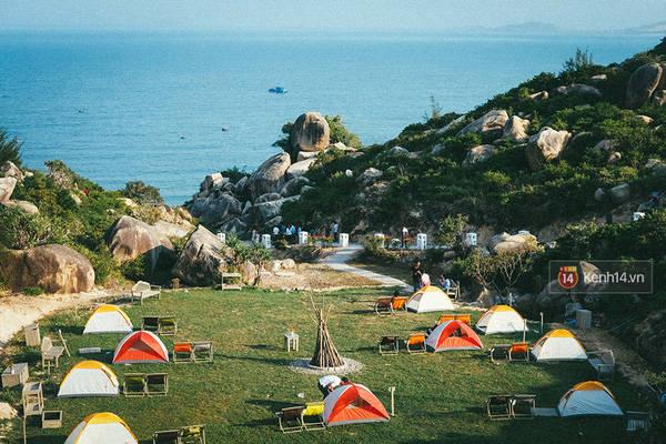 Do đây là một vùng đất vẫn còn hoang sơ và yên tĩnh, vì thế du lịch theo kiểu cắm trại sẽ là sự lựa chọn cực kỳ sáng suốt để bạn có thể cảm nhận được hết mọi thứ đẹp nhất ở đây.