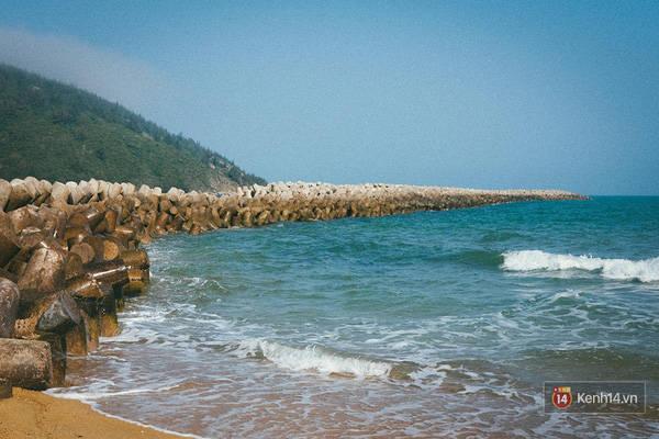 Nét đẹp của Biển Đề Gi với rừng dương liễu, đê chắn sóng, bãi cát dài và làn nước xanh mát