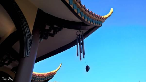 Nhưng điều đặc biệt nhất của Thiền viện có lẽ là tiếng chuông gió du dương mà bất kỳ ai đặt chân đến đây nghe được đều cảm thấy khoan thai dễ chịu. Ảnh: Tiểu Duy
