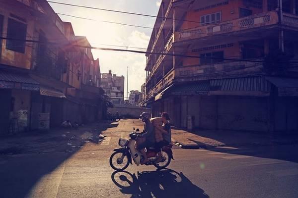 Với chiều dài 45 m, theo Trần Đặng Đăng Khoa, đường Đỗ Văn Sửu gần cầu Chà Và (quận 5) là một trong những con đường ngắn nhất Sài Gòn. Theo anh, Sài Gòn có những con đường rất ngắn, chỉ khoảng 30-40 m nhưng chưa có tên hoặc mới mở. Để có được kết quả này, chàng trai sinh năm 1987 (quê Gò Công, Tiền Giang) đã dành nửa năm tự tìm trên mạng, trên sách, tra cứu google maps, tính cự li, lộ trình, lên kế hoạch chụp ảnh...