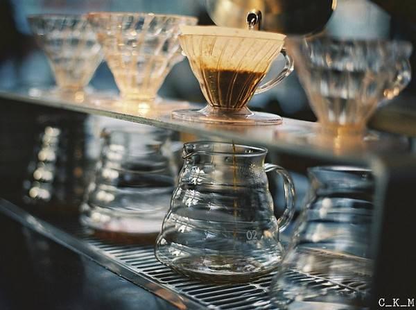 25-quan-cafe-tuyet-voi-nhat-the-gioi-ma-ban-phai-ghe-mot-lan-trong-doi-ivivu-31
