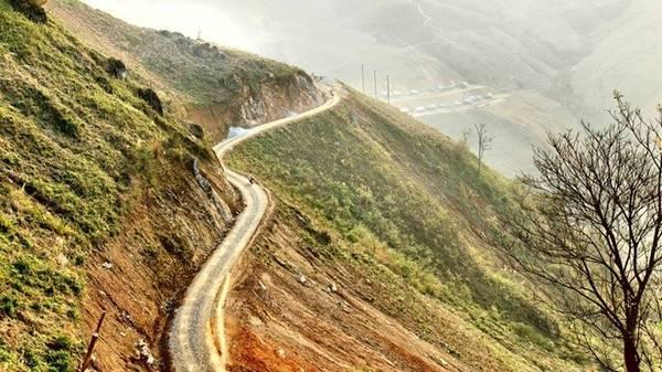 Một cảnh đèo trên đường đi Bắc Yên.