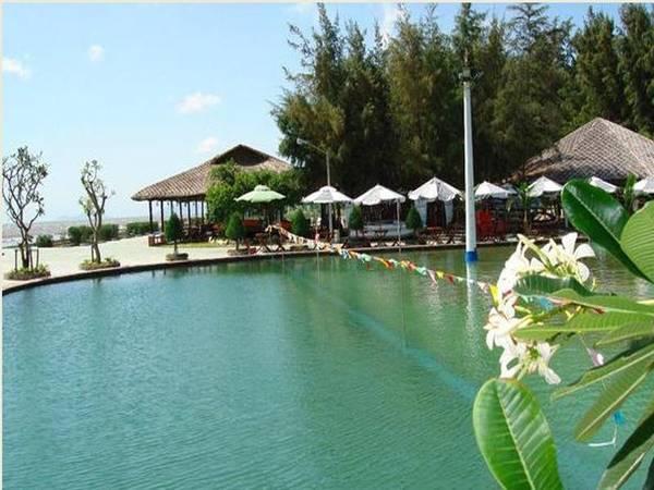 Description: Khung cảnh bình yên của resort.