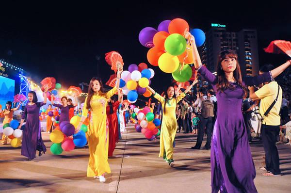 Carnival Hạ Long 2015. Ảnh: VnE