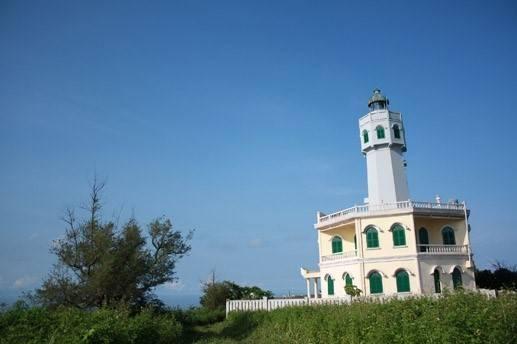 Ngọn hải đăng trên núi Cấm.