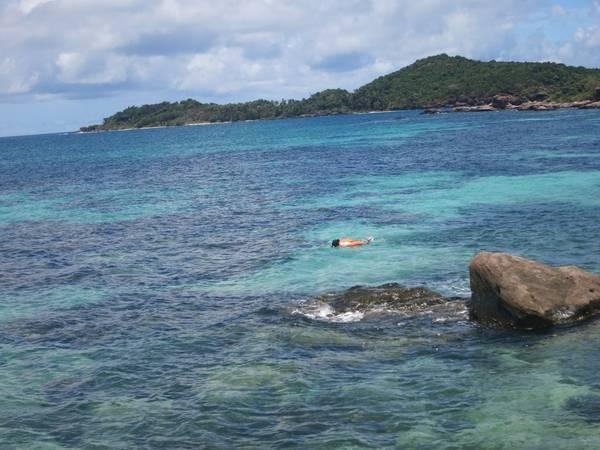 Description: Khám phá, bơi lặn, tắm nắng, thư giãn trên hòn đảo mang vẻ đẹp hoang sơ như chưa từng có dấu chân con người.