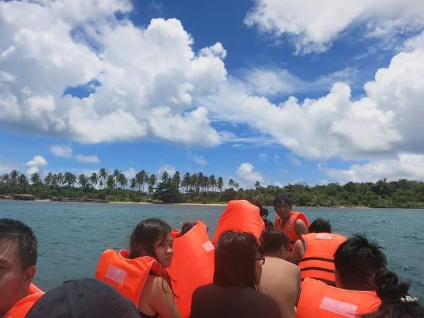 Description: Hòn Móng Tay là hòn đảo mới được dân ba lô truy lùng gần đây sau một bài viết của một phượt thủ đến đảo này. Thật ra Phú Quốc có tới 2 đảo mang tên Hòn Móng Tay: một hòn Móng Tay khá nhỏ nằm ở phía tây bắc đảo Phú Quốc, cạnh biển Vũng Bầu. Hòn phía Móng Tay phía Nam nằm cạnh hòn Gầm Ghì trong quần đảo An Thới.