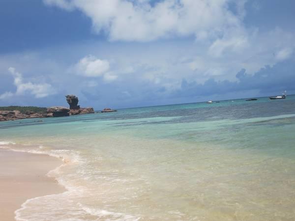 Description: Hòn đảo này nằm phía nam cảng An Thới ở vịnh Thái Lan, là một phần của quần đảo An Thới trong đó bao gồm 17 đảo nhỏ.