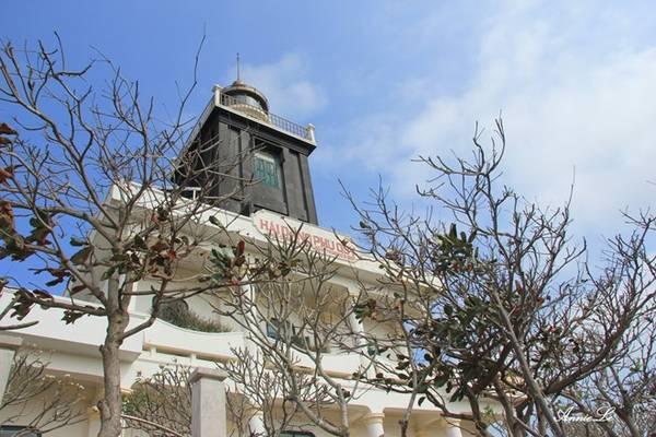 Description: Ngũ Phụng cũng là nơi tọa lạc ngọn núi Cấm, ngọn núi cao nhất trên đảo. Trên núi còn có ngọn đuốc Bác và hải đăng Phú Quý.
