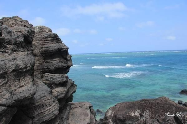 Description: Mũi Doi là một mỏm đất nhô ra khỏi bờ biển, tiếng địa phương gọi là doi đất, nghĩa là dôi ra, dư ra.
