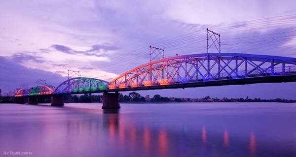 Ký ức về tiếng còi xe lửa khi qua cầu, những tiếng rầm rập của đường ray khiến cây cầu rung lên đã trở nên thân thuộc với người dân Biên Hòa. Ảnh: Artuan.