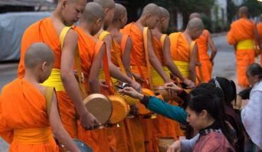 Mot-ngay-binh-yen-o-co-do-Luang-Prabang-ivivu-1