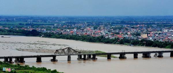 Cầu Long Biên, Hà Nội: Đây là cây cầu thép đầu tiên bắc qua sông Hồng, do công ty Daydé & Pillé của Pháp khởi công xây dựng từ năm 1899 và hoàn thiện năm 1902. Ảnh: Hoàng Hà - Tuấn Mark.