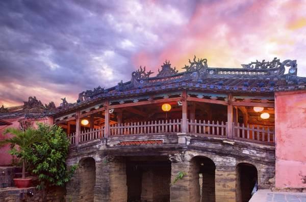 Chùa Cầu, Hội An: Cây cầu dài 18 m bắc qua lạch nước chảy ra sông Thu Bồn là một trong những di tích nổi tiếng của khu đô thị cổ Hội An. Ảnh: Lonelyplanet.