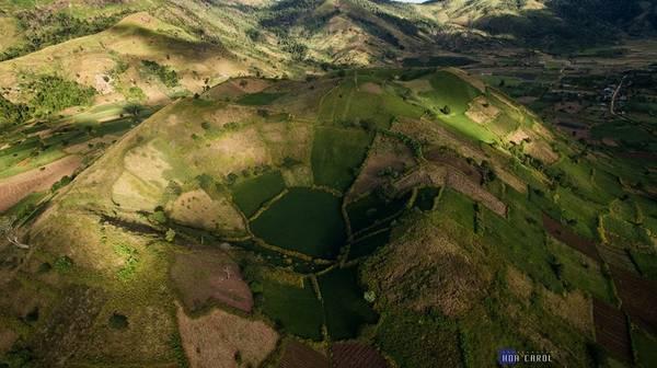 Description: Vẻ đẹp hùng vĩ giữa núi rừng Tây Nguyên.
