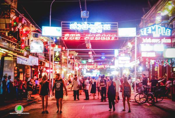 Hàng đêm Pub Street là nơi tụ họp của rất đông khách du lịch nước ngoài đến Siem Riep. Ảnh:norestfortheweekends.com