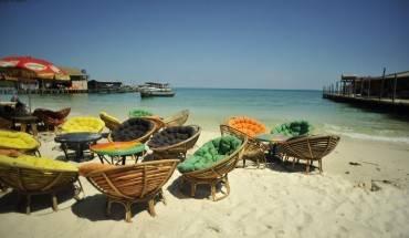 Những chiếc ghế dễ thương đặc trưng của Sihanoukville. Ảnh: FB Tam Tran