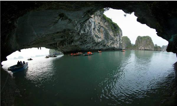 Description: Sở Văn hóa, Thể thao và Du lịch Quảng Ninh cho biết địa điểm được đoàn làm phim Kong: Skull Island chọn để ghi hình là khu vực Cống Lá (Ba Hang) trên vịnh Hạ Long.