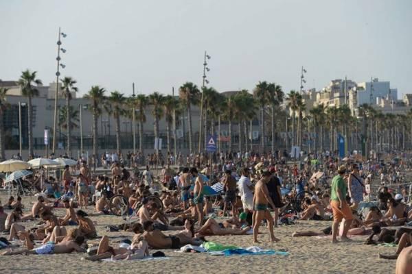 Lượt du khách nước ngoài đến Tây Ban Nha liên tục tăng cao trong ba năm gần đây - Ảnh: AFP