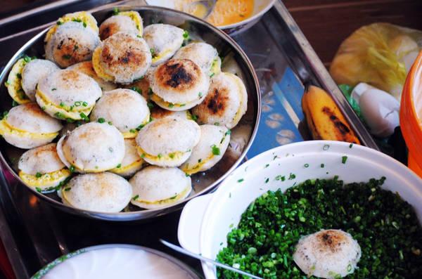 Description: Bánh căn là món ăn dân dã, quen thuộc của người dân Ninh Thuận. Ảnh: phanrangqueminh.blogspot.com