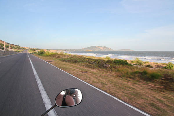 Con đường dẫn tới Bàu Trắng tuyệt đẹp. Ảnh: Alexinwanderland.com