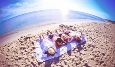Khác với sự sôi động của bãi biển Cửa Đại, sự tĩnh lặng, vắng vẻ của An Bàng sẽ khiến bạn thấy yêu nó ngay từ lần đầu tiên. Ảnh: ST