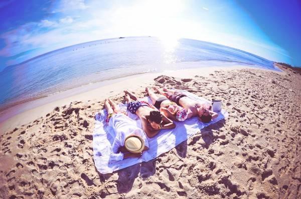 Description: Khác với sự sôi động của bãi biển Cửa Đại, sự tĩnh lặng, vắng vẻ của An Bàng sẽ khiến bạn thấy yêu nó ngay từ lần đầu tiên. Ảnh: ST