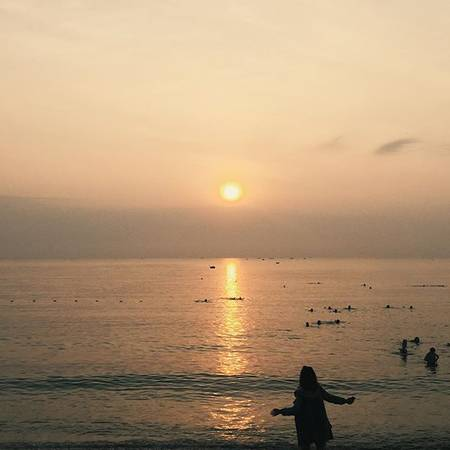 Description: Hoàng hôn trên biển Ninh Chữ. Ảnh:lcariv/instagram