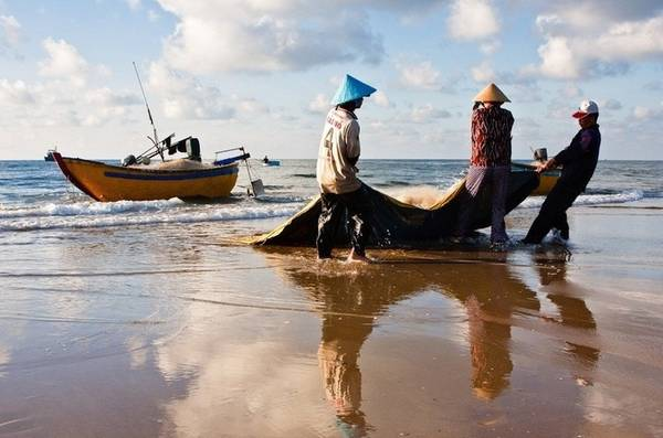 Description: Buổi sáng trên biển.Ảnh: Peter Phạm
