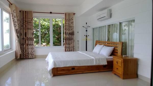 Phòng ngủ có không gian thoáng đãng.