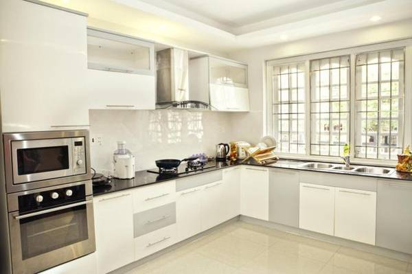 Phòng bếp với đầy đủ tiện nghi.