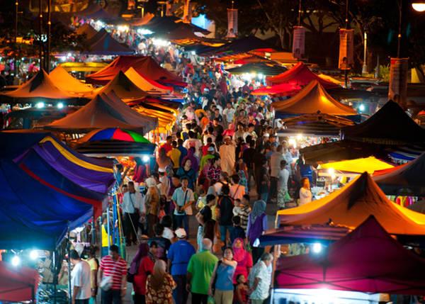 Khung cảnh tấp nập ở chợ đêm Langkawi. Ảnh: Naturallylangkawi.my