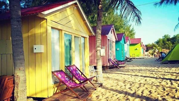 Những ngôi nhà đầy màu sắc. Ảnh: FB Cocobeachcamp
