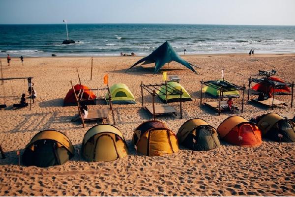 Lều ngủ sát bãi biển.Ảnh:cocobeachcamp