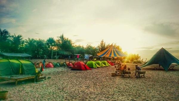 Trải nghiệm cảm giác ngủ lều trên bãi biển trong lành. Ảnh: cocobeachcamp