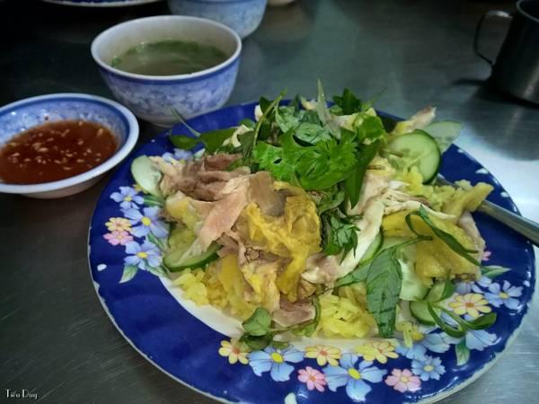 Description: Cơm gà Tuyết Nhung. Ảnh: Tiểu Duy