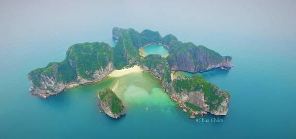 Đảo Mắt Rồngcó diện tích khoảng 30ha, còn giữ nguyên vẻ hoang sơ. Ảnh: Chúa Chổm