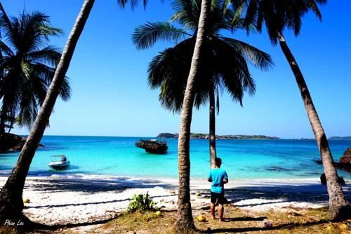 Đảo Móng Tay yên bình . Ảnh: Phan Lộc