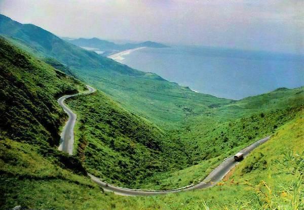 Đèo Hải Vân từng được trang The Guardian của Anh xếp vào Top 10 cung đường đẹp nhất thế giới.Ảnh: ditichlichsuvanhoa.com