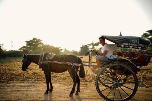 Trải nghiệm xe ngựa - phương tiện giao thông đặc trưng của Bagan. Ảnh: Trung Hiếu