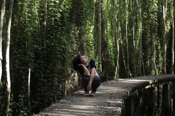 Làng nổi Tân Lập, Long An: Làng nổi Tân Lập hay còn gọi là rừng tràm Tân Lập, thuộc huyện Mộc Hóa, tỉnh Long An, cách trung tâm TP.HCM chừng 100 km. Đây là một địa chỉ khá mới trên bản đồ du lịch, nhưng lại khá lôi cuốn du khách bởi họ đến đây để tìm cảm giác thư thái, đắm mình giữa thiên nhiên rừng tràm xanh ngắt cũng như trút bỏ những gánh nặng của cuộc sống nơi thành thị xô bồ. Ảnh: Kim Lộc
