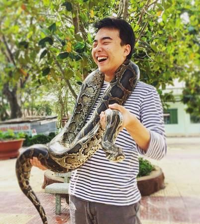 Trại rắn Đồng Tâm, Tiền Giang: Trại rắn Đồng Tâm hay còn gọi là xí nghiệp dược phẩm Quân khu 9, nằm tọa lạc bên bờ sông Tiền, có diện tích khoảng 30 ha, không gian xanh mát thoáng đãng. Đây là một trong những trại nuôi rắn lớn nhất Việt Nam với hơn 400 chủng loài và được xem như một bảo tàng về rắn đầu tiên ở Việt Nam, thu hút nhiều khách du lịch trong và ngoài nước đến tham quan, tìm hiểu, nghiên cứu.Ảnh: chullifer/instagram