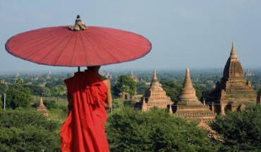 Bagan: Với 2.220 ngôi chùa còn sót lại đến ngày nay (trong khoảng 13.000 ngôi chùa trong thời kỳ đỉnh cao), bạn có thể thỏa sức tự do khám phá. Các ngôi chùa ở Bagan đều nằm ở khoảng cách khá gần nhau, nên bạn có thể tùy vào điều kiện để lựa chọn hình thức di chuyển như: Đi bộ, xe đạp, xe bus, xe tuk tuk hoặc khinh khí cầu.Ảnh: backyardtravel.com