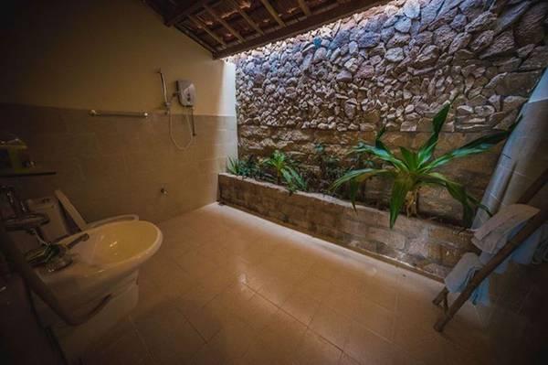 Toilet rộng rãi, thoáng mát.