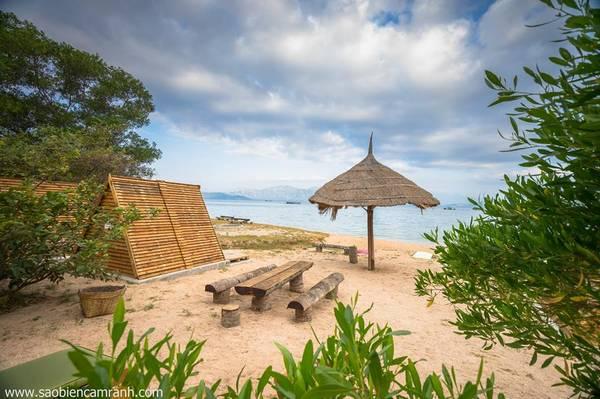 Bạn có thể chọn chòi đặt tại vị trí cạnh biển hay dưới tán cây