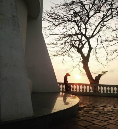 Hoàng hôn buông xuống trên hải đăng Vũng Tàu. Ảnh: kimie_quach