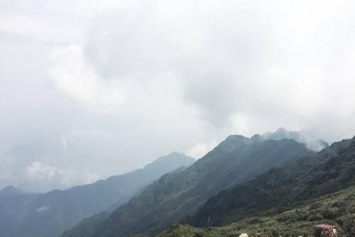 Description: Núi non hùng vĩ nhìn từ đỉnh Fansipan