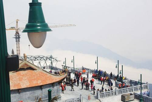 Description: Quang cảnh ga đến nhìn từ trên cao